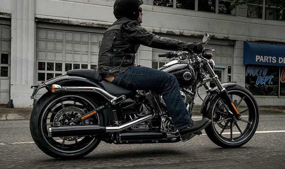 harley davidson breakout price mileage review harley davidson bikes. Black Bedroom Furniture Sets. Home Design Ideas