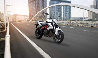 Compare Kawasaki Z650 Vs Benelli Tnt 600i Bikes Price Mileage Specs