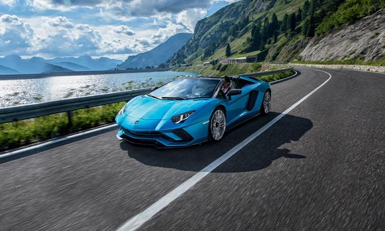 Superior Lamborghini Aventador