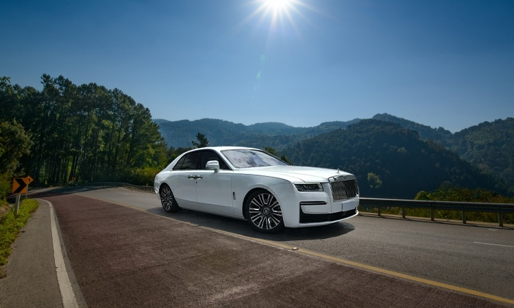 Rolls-Royce Ghost Price in India, Images, Mileage, Features, Reviews