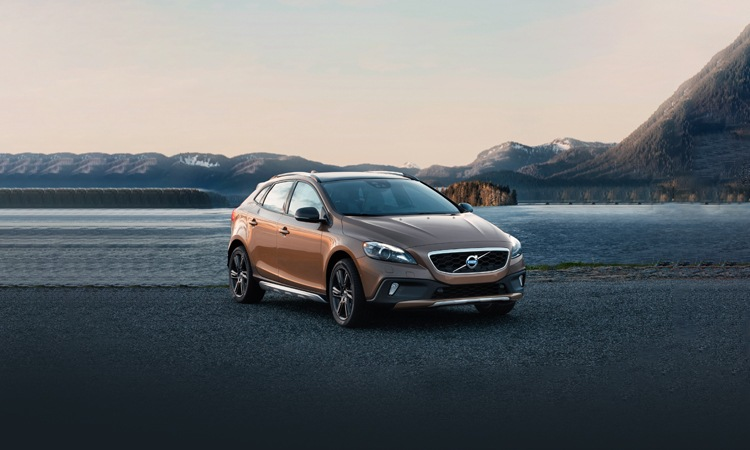 volvo v40 cross country india price review images. Black Bedroom Furniture Sets. Home Design Ideas