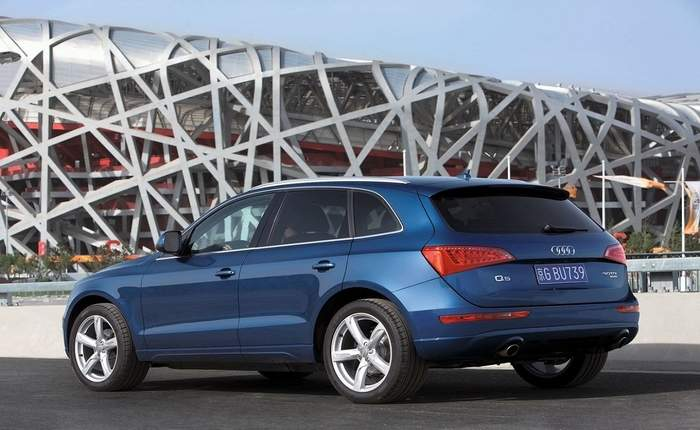 audi q5 30 tdi quattro premium plus price features car. Black Bedroom Furniture Sets. Home Design Ideas