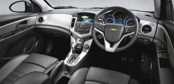 Chevrolet Cruze Price in India, Images, Mileage, Features ...