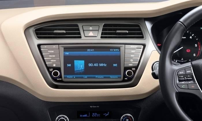 Hyundai i20 price in india images mileage features reviews hyundai cars - Hyundai i20 interior ...