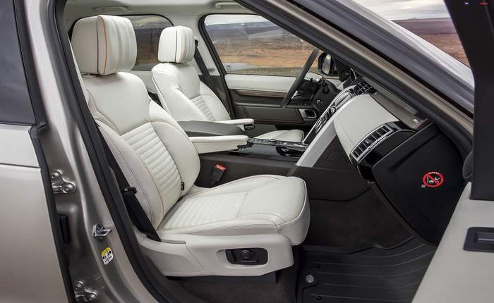 Land rover discovery price in india images mileage features reviews land rover cars for Land rover discovery 2017 interior