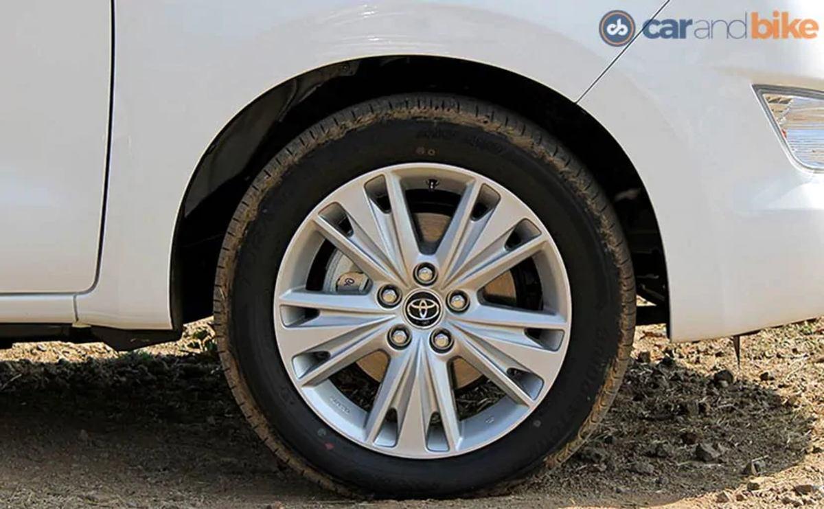 Toyota Innova Crysta Review_827x510_71462003285