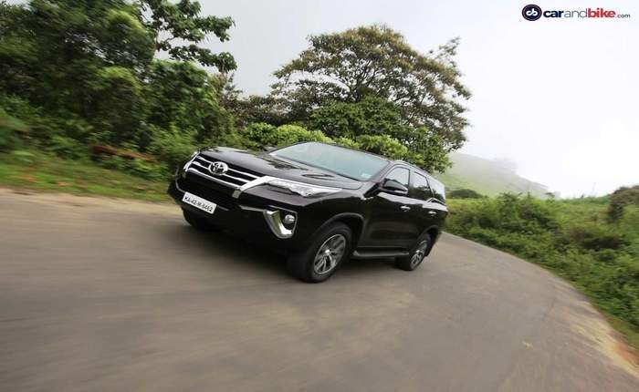 toyota fortuner price in bangalore get on road price of toyota fortuner. Black Bedroom Furniture Sets. Home Design Ideas