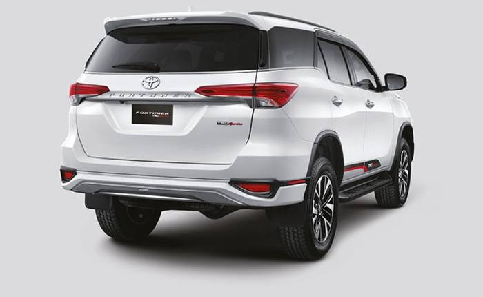 Toyota Fortuner Price in India, Images, Mileage, Features ...