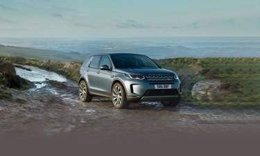 Land Rover Discovery Sport Compact Suv Successfully Pulls